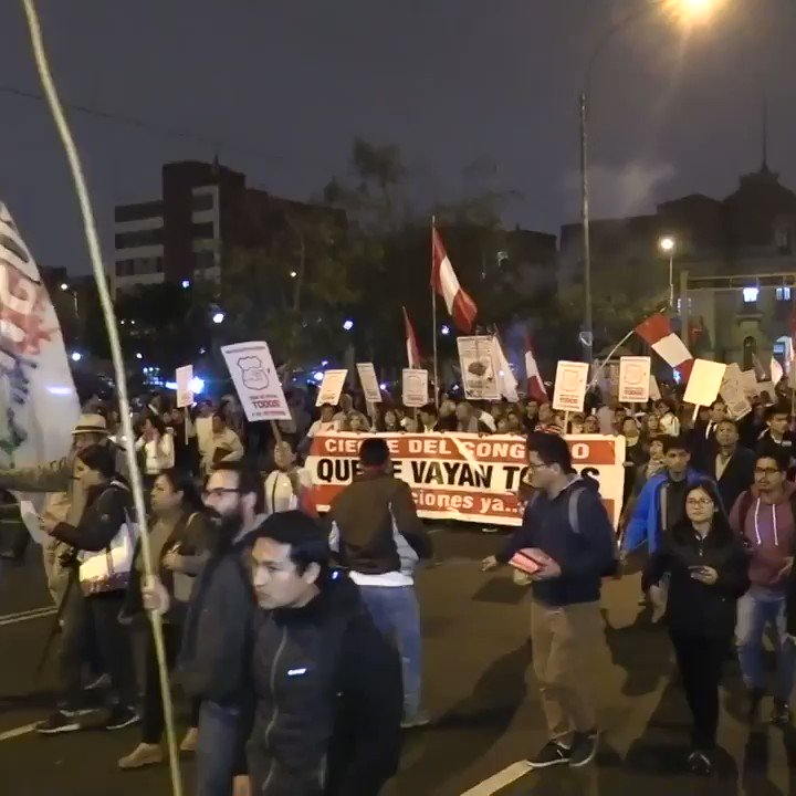 Hundreds took the street of Lima on support of new presidential elections #peru #lima #QueSeVayanTodos  #presidentialelections https://t.co/HmMRRicMRw