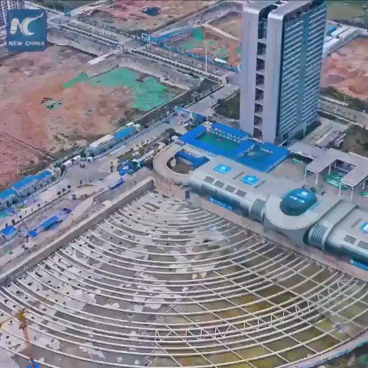 総重量30000トンのバスターミナルを丸ごと移動させてギネス世界記録に登録された大工事(中国)。ちなみに東京タワー1本の重さが約4000トン。※点滅注意