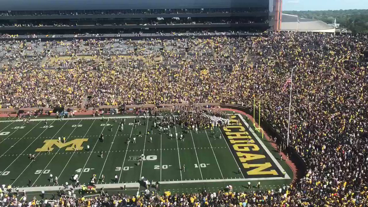 Michigan, Army Players Show Great Sportsmanship After Game