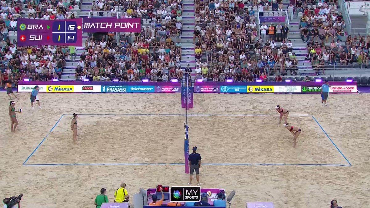 🏐 Schade, schade! @anoukvergedepre & @HeidrichJo zeigten gegen 🇧🇷 im kleinen Final eine starke Leistung, müssen sich aber im 3. Satz knapp geschlagen geben. 👇Hier der Matchball! @FIVBVolleyball @BeachMajors #Beachvolley