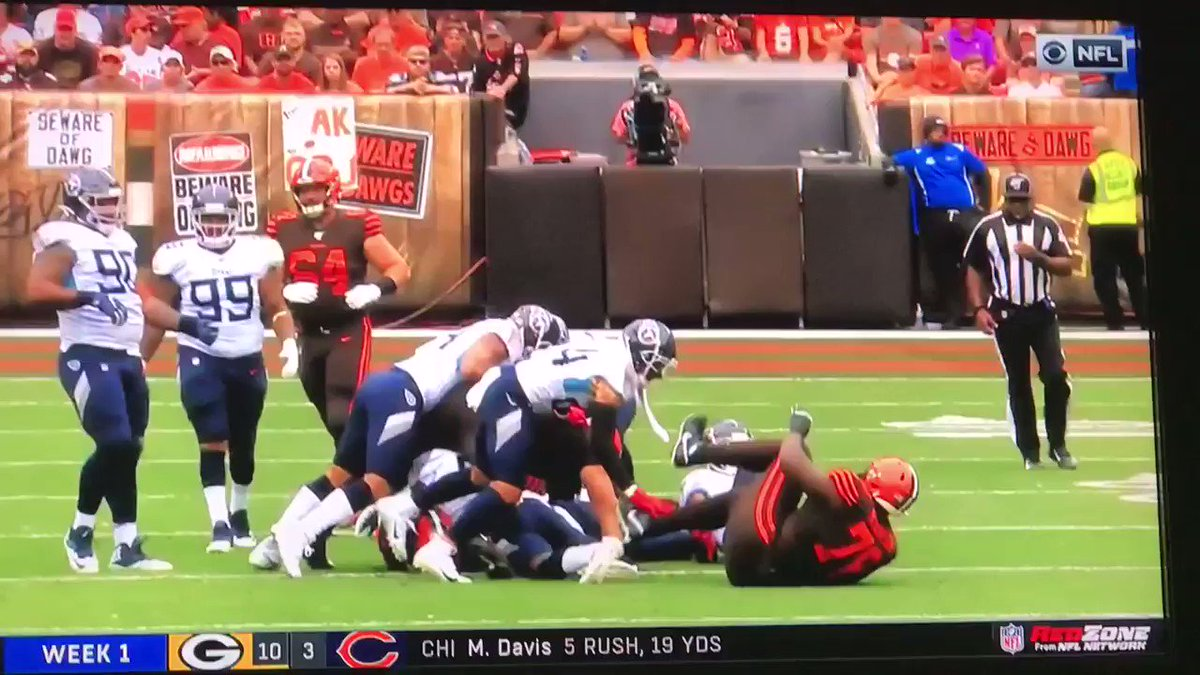 Cleveland Browns OT Greg Robinson ejected for kicking Titans player in head
