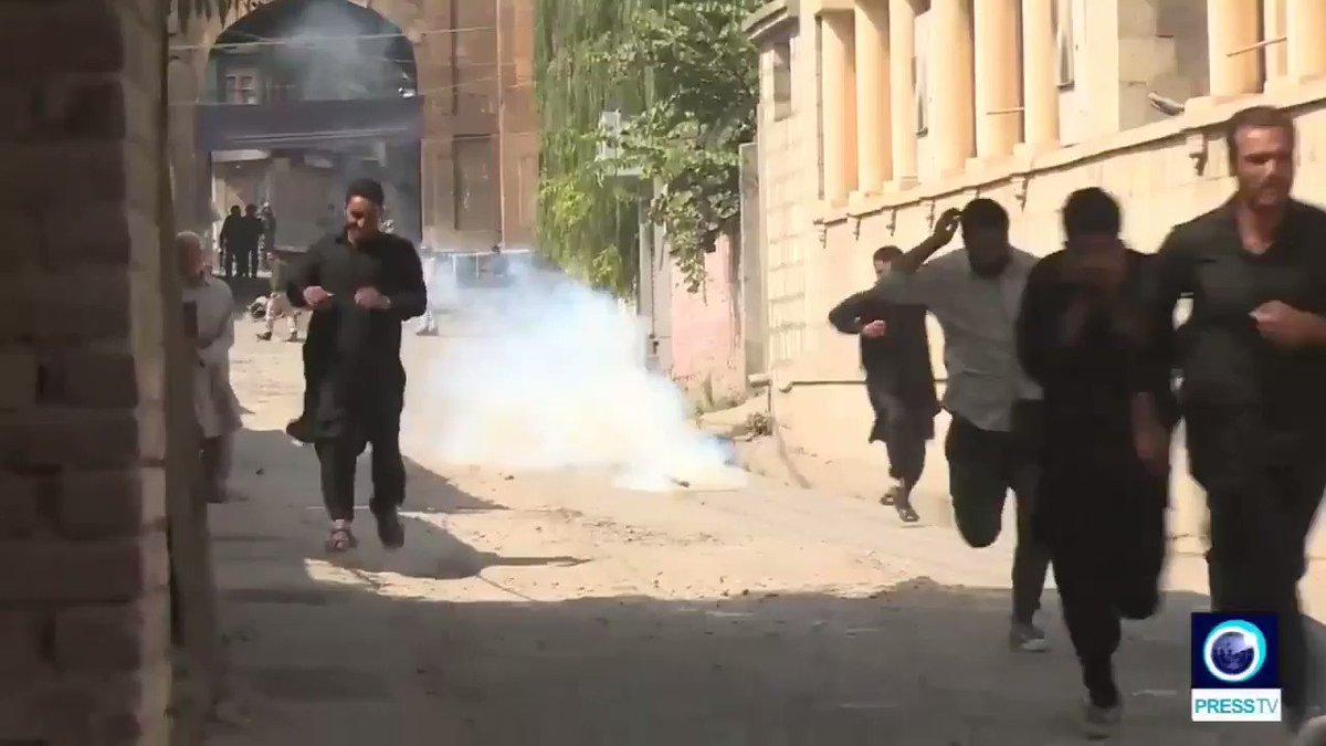 Indian forces attack #Muslims taking part in #Muharram mourning #Kashmir #IndiaPakistanTension #Pakistan #شان_اہل_بیت #Balochistan #KashmirStillUnderCurfew