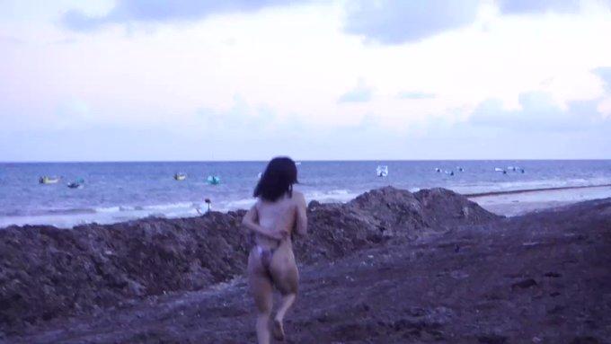 Skinny dippin in Mexico https://t.co/Yc9dAekSsi