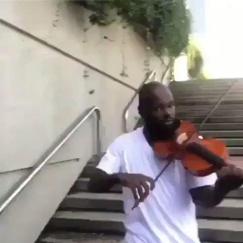 こんな組合せがあったか。バイオリン& RAP、最高やな。