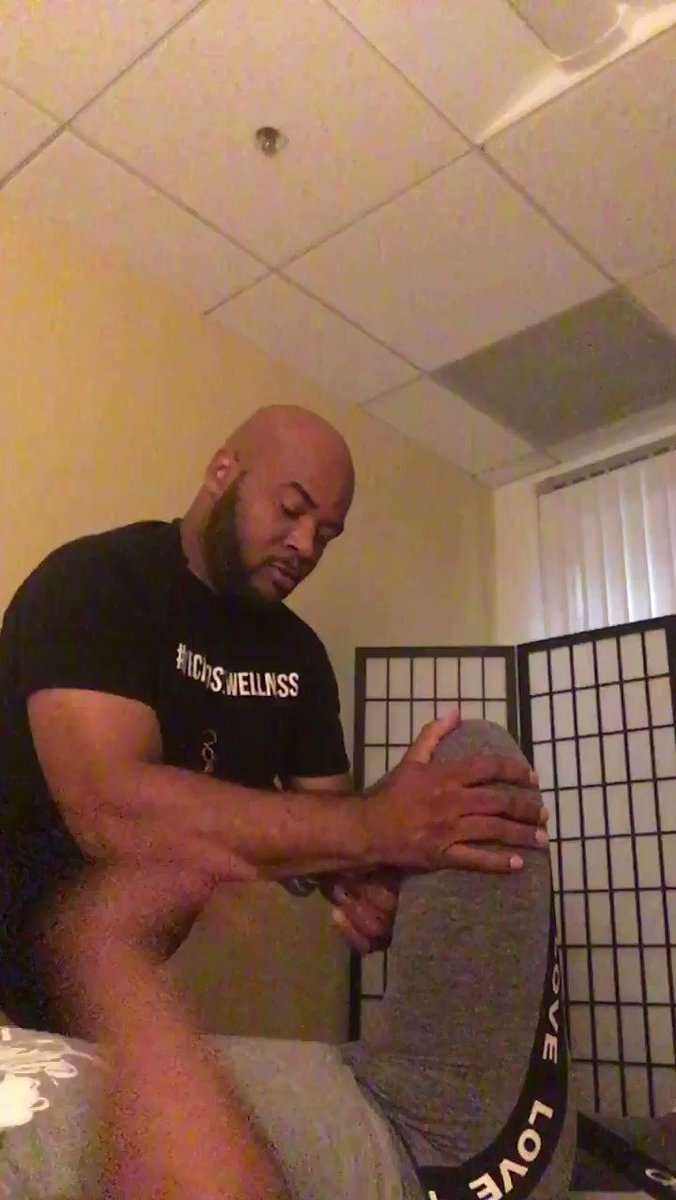 Active gym goer gets a Athletic Sports Stretch ( 45 mins ) #imassage4la #wechoosewellness #recovery #didyoustretchtoday #sportsmassage #losangeles #southbay #basketball #football #runners #gymratspic.twitter.com/E8EfrKESiI