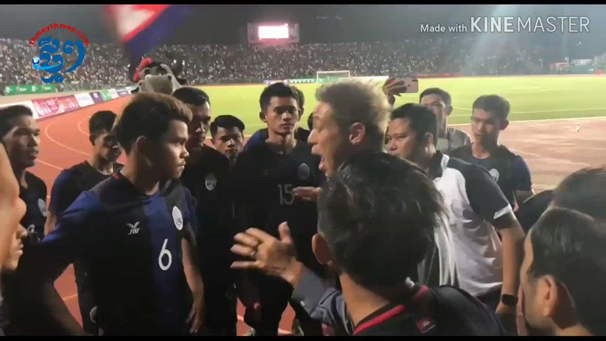 サポーターに顔を上げて応えることってカッコイイことだと思うし、負けた後も挨拶するのは日本のフットボール文化。最高。