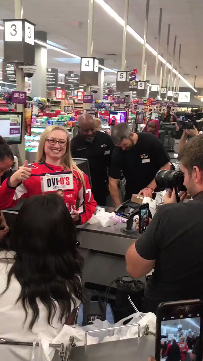 RT <a target='_blank' href='http://twitter.com/russianmachine'>@russianmachine</a>: Ovi's first day on the job! Bagging up those Ovi O's like a pro. <a target='_blank' href='https://t.co/o56AESBHJU'>https://t.co/o56AESBHJU</a>