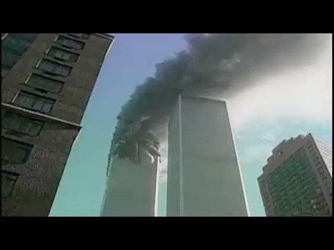 18年前の今日。2001年9月11日,アメリカ同時多発テロ事件。この映像は09:03に南棟に突入したユナイテッド航空175便を捉えたもの。