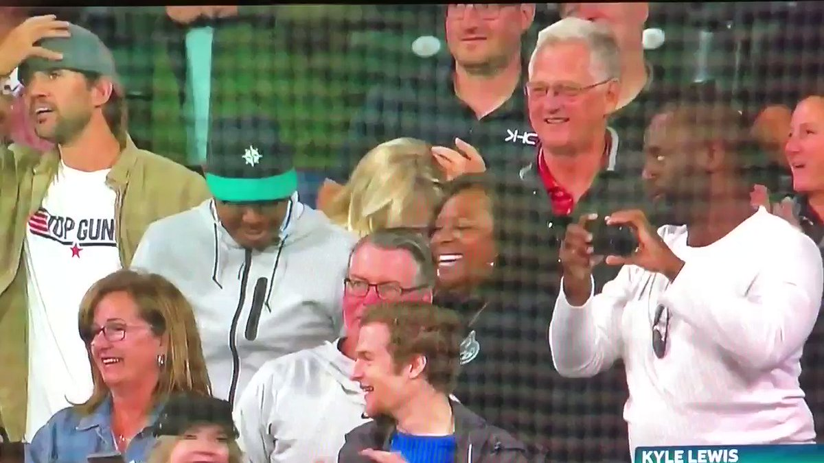 could watch Kyle Lewis' fam and the happiness dugout circle all night long