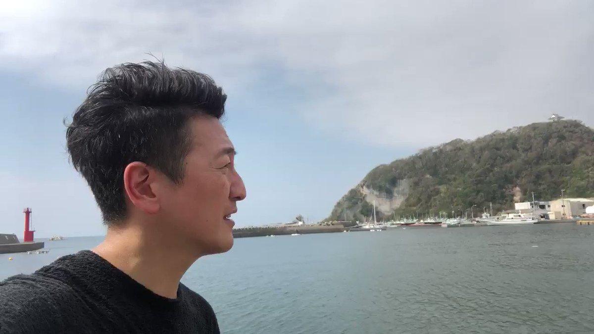 多くの地域で停電が続く千葉県鋸南町の港に来ました。沖で養殖しているタイなどを保管している水槽施設が稼動できなくなり魚が全滅。沖合の魚の調査はこれから。漁協組合長によると被害額は億を超える可能性。保険でカバーできる範囲だが、契約している店に卸せなくなってしまうのが心配と。