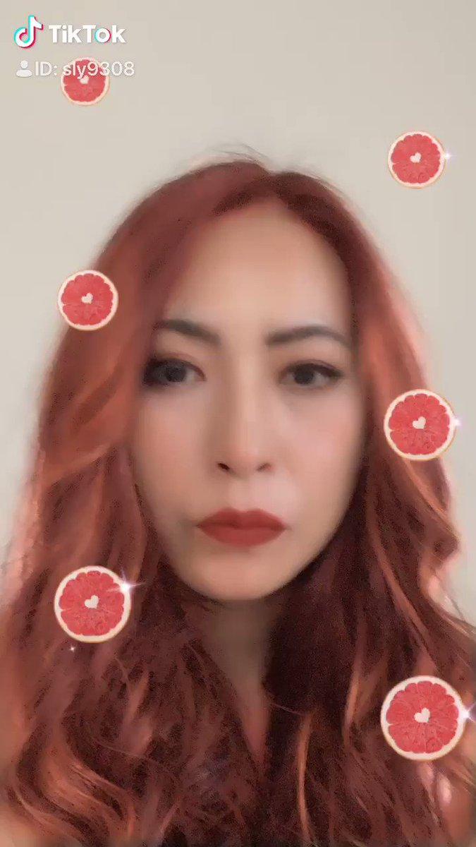 どう?ねぇ、どう?髪の毛、赤も似合うんじゃない?あたし。………どう?#tiktok