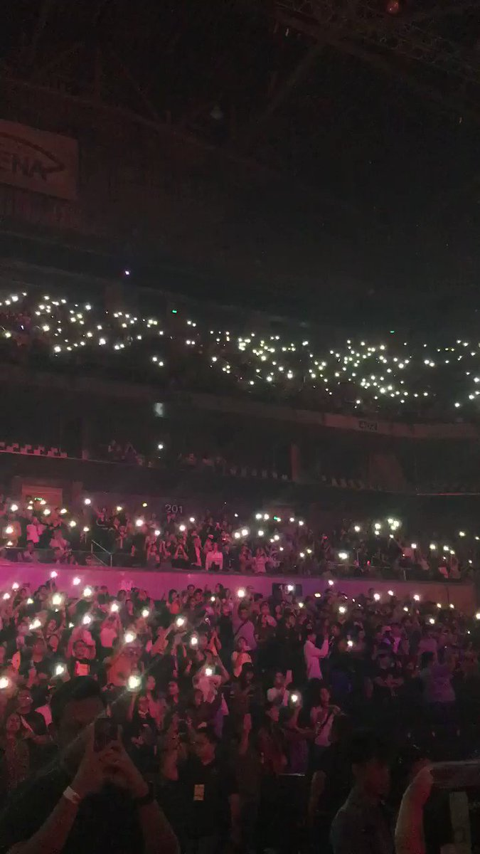 RT @gyeomiroh: the phone flashlights during i couldn't be more in love... my feelings are hurt #The1975MNL2019  https://t.co/H8dSL7mrPt