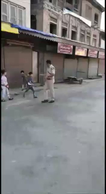 Another disappointing video for the doomsayers! This is Bohri Kadal, downtown Srinagar. @iamkash_kr saw kids playing cricket and joined them. Cricket-the unifying force!