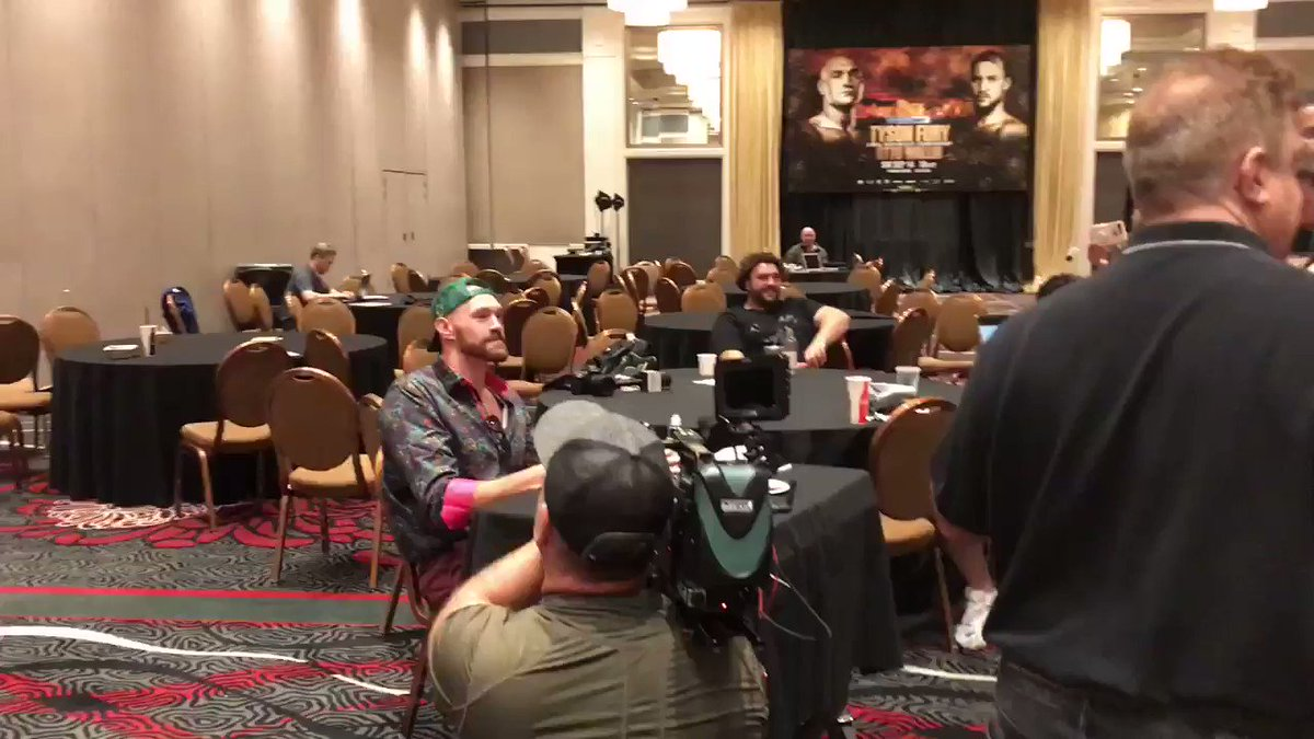 Tyson Fury eats alone and bursts into song. He gets on point as it goes....  the latest from fightweek.... https://www.bbc.co.uk/sport/boxing/49670433… #boxing #bbcboxing