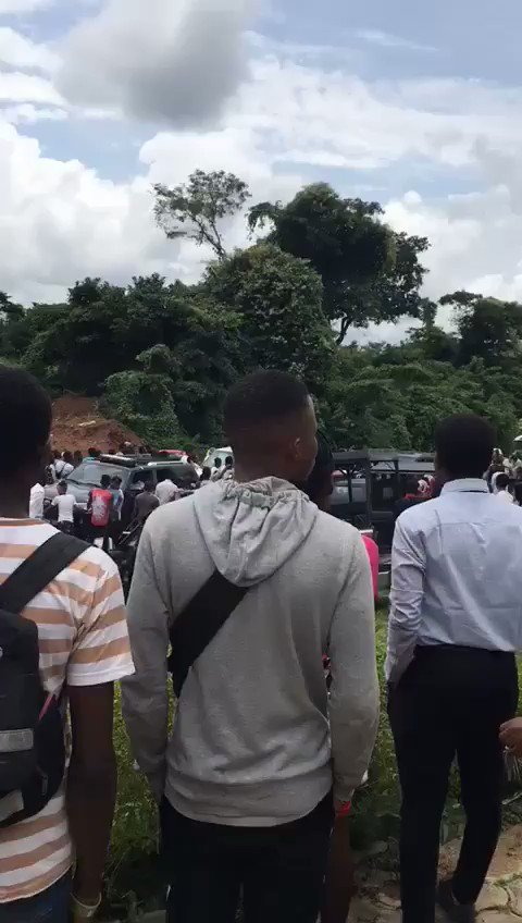 @segalink  governors wife @bisiafayemi  claims she did not see students protesting. This is the video of her passing along NEPA office, the scene of the peaceful protest. #FUOYE  #JusticeForFUOYE