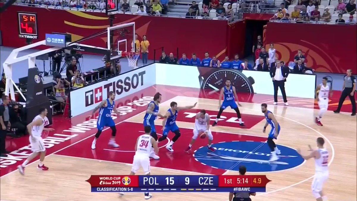 I will keep it simple: @satoransky 🇨🇿 . #FIBAWC #POLCZE  📽 http://worldcup.basketball/watch  @ceskybasketbal