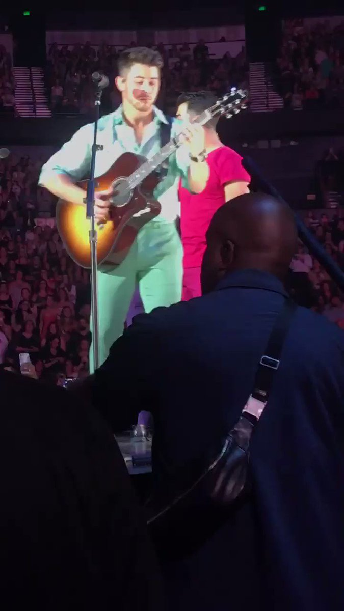 I'm never getting over this 😭Jersey in Nashville!Papa J was in front of us!!@jonasbrothers @nickjonas @joejonas @kevinjonas #HappinessBeginsTourNashville