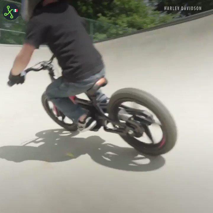 ¿Por qué darle pedales a una bicicleta para niños si le puedes poner baterías?  #VideoXTK