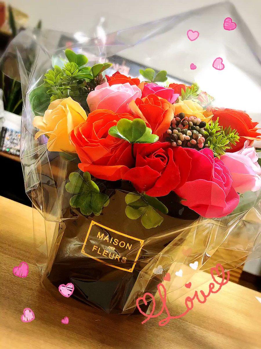 今日は、結婚記念日でした❤️????????❤??忘れないでいてくれただけで嬉しいのに??沢山プレゼント準備してくれてて?更に✨びっくりした??❣️❣️❣️感謝しかない?⤴⤴⤴⤴⤴⤴#1周年#結婚記念日#Anniversary