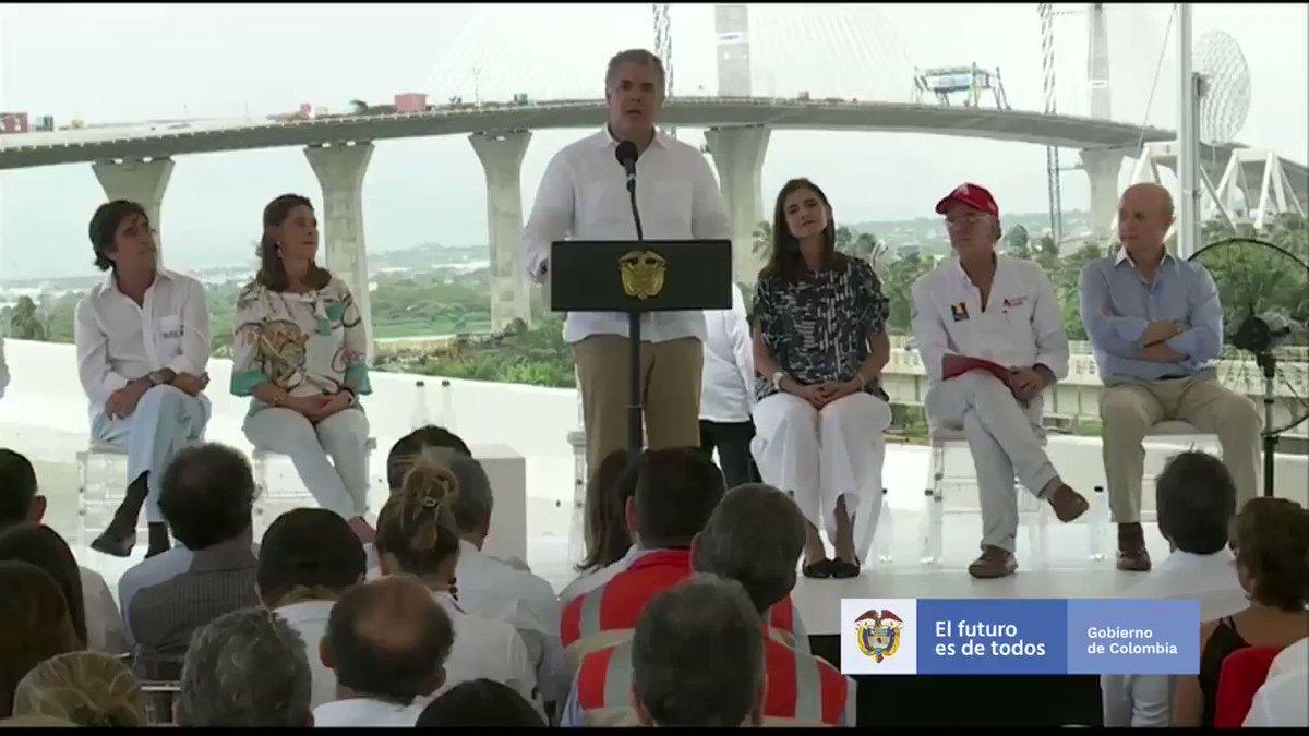 El nuevo Puente Pumarejo y la Circunvalar de la Prosperidad demuestran el compromiso del Gobierno Nacional con #Barranquilla y con la región Caribe. Hace unos meses entregamos la carrera 38, y anunciamos recursos para las obras del malecón y del aeropuerto, entre otras.