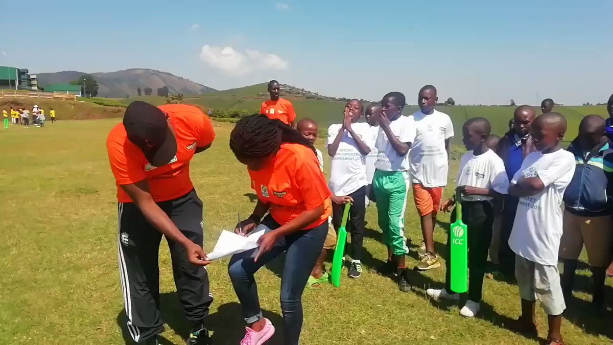 Coming to you live from Gisovu Tea Estate first mini-cricket schools tournament. The environment here is sensational especially for the teams through to the semis! 🥳💃💥🏏🎉🎊#criiio #CricketGoesToGisovu☕@YorkshireTea @CricketBuilds @RwaCricketAssoc @icc_africa