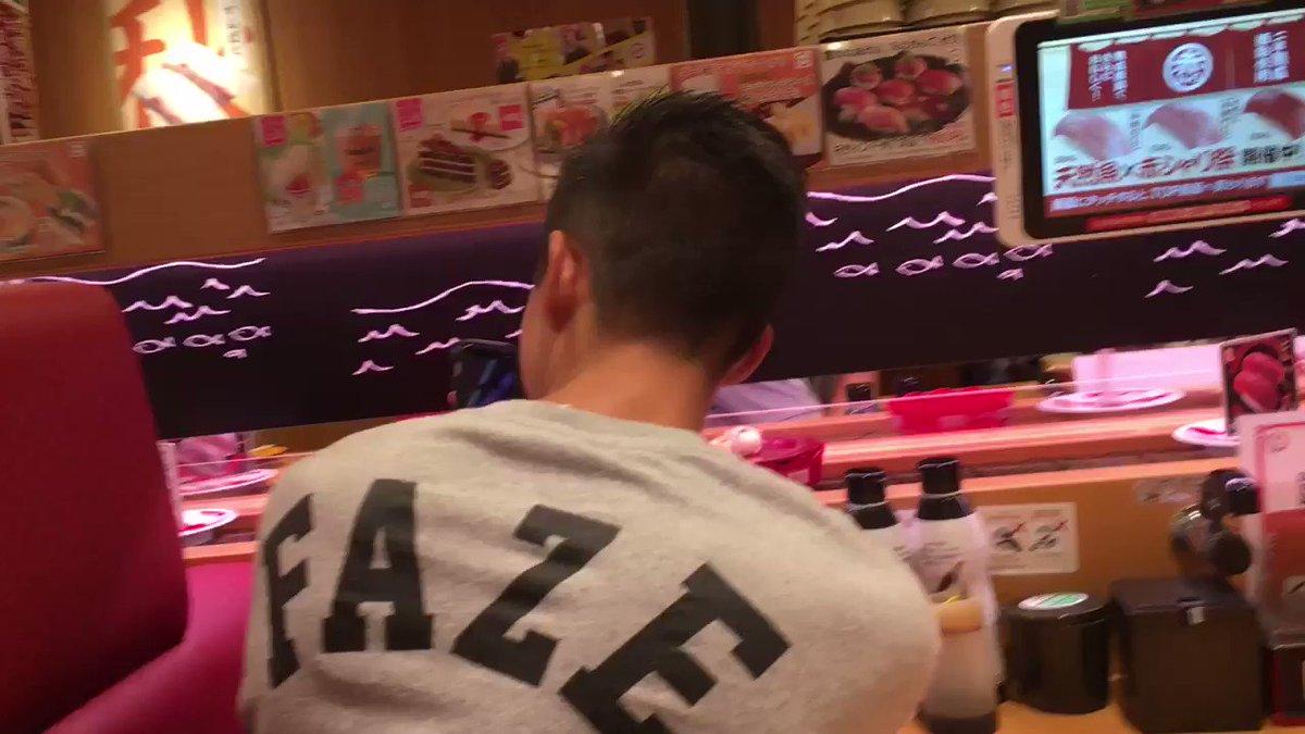 回転寿司が見たいらしいのでスシロー!笑Attachが興奮してます笑