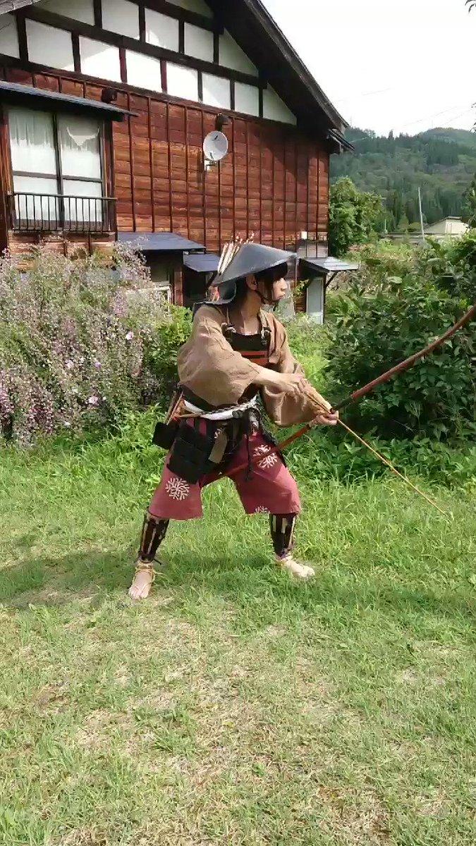 足軽と弓下卒は矢を入れる道具として靫(うつぼ、空穂)を用いる事が多いですが、ないので箙を使ってみました。靫買わなきゃなぁ…※独学で弓を引いてきましたので弓道の引き方との相違があり、経験者からすればいろいろ申したいことはあるとは思いますが、ご容赦いただければと思います。