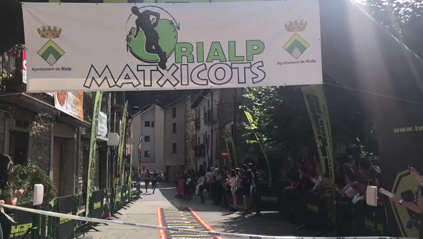 Companyerisme màxim a la Rialp Matxicots. Victòria compartida de @JordGamitron i Guillem Campeny en la Marató de 48km i 4.200m+ 👋🏼 Enhorabona cracks! #10aMatxicots