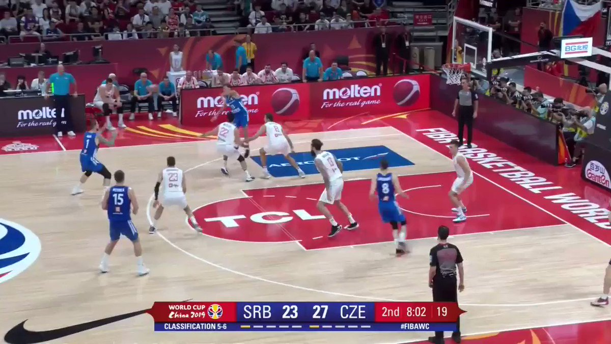 .@satoransky 🇨🇿 goes behind the back on the dime to @Czechmeeout as @ceskybasketbal are in control early! 👌  #SRBCZE #FIBAWC  📽 http://worldcup.basketball/watch