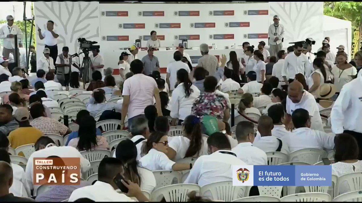 Queremos compartir que, luego de hablar con el Presidente de Perú, @MartinVizcarraC, y de Ecuador, @Lenin Moreno, Colombia va a acompañar la iniciativa para que los países andinos nos postulemos como sede del Mundial de Fútbol de la @fifa del año 2030. #BarranquillaConstruye
