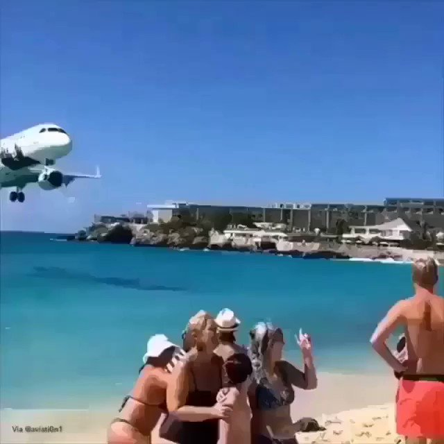 The best low-pass ever at St.Maarten Airport 😍