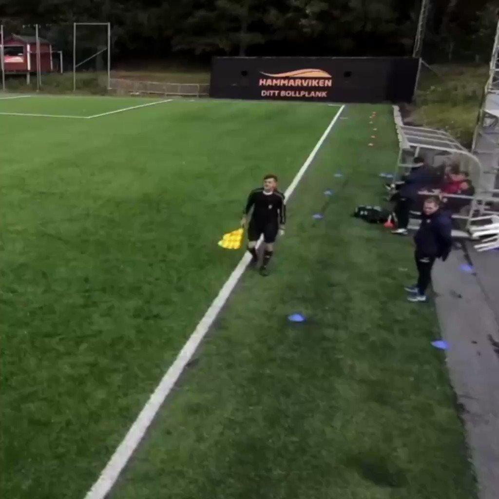 Wait for it….   Var det någon som tyckte att det blåste mycket igår? Under Örgryte IS (P17) match mot Trelleborgs FF på ÖIS-gården fick coach Nicholas Wallin-Nastaj (@NastajWallin) en go överraskning 😂😂😂  #twittboll #ungdomsfotboll #viäröis #öis #gbgftw