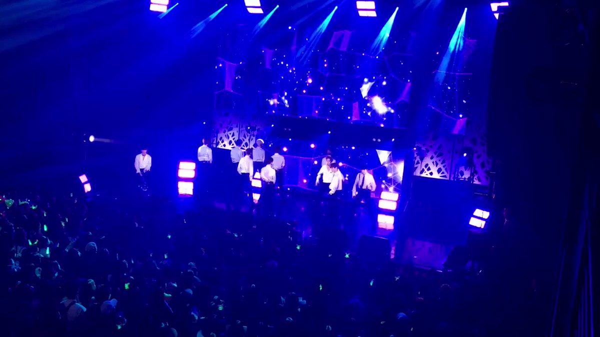 超大型新人 X1 遂に日本初登場🙌デビュータイトル曲 FLASH🦋観客の熱気も更にUP↗会場中に歓声が響き渡っています!ファンの声援に後押しされキレキレの熱いパフォーマンス🔥一体感ハンパないですね😆