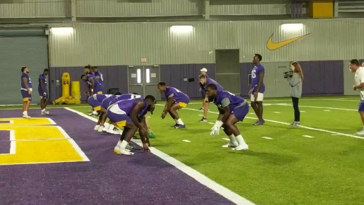 #LSU LBs Michael Divinity (@Tht_Boy_Mike) and Ray Thornton (@Raymeen_) go through a push/peak drill against a makeshift OL