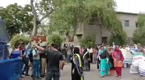 It is how Karachi police deal the protestors who dare to march towards Chief Minister House to register the peaceful protest. Today, teachers faced it. Awami Hukoomat.