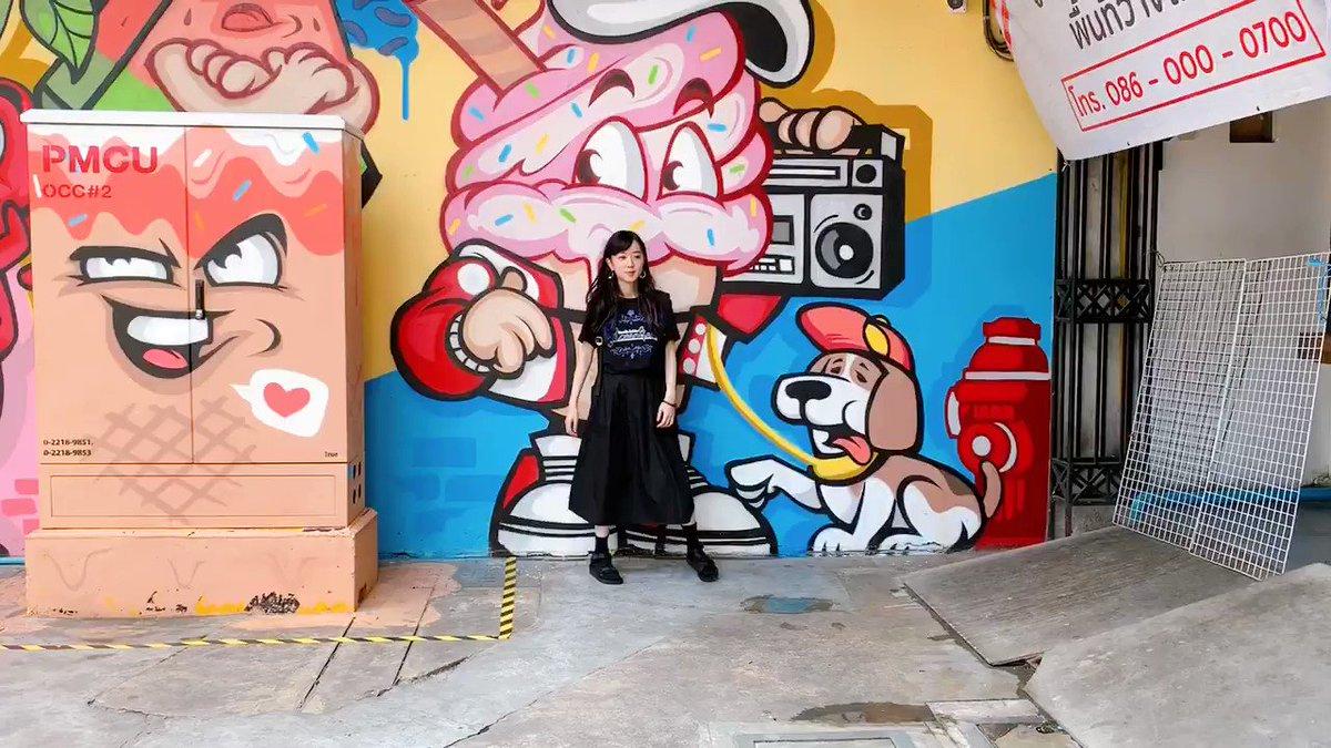 インスタ映え壁画を見つけたから「写真撮ってぇ〜〜!」ってお願いして、帰国してから知った。動画やんけーーーーーーー😂