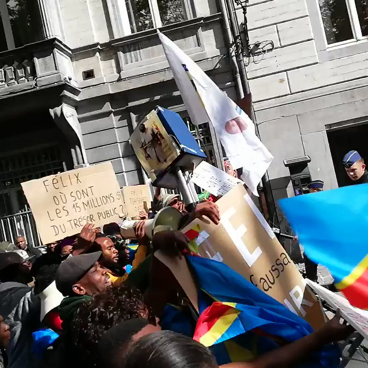 Members of the Democratic Republic of the Congo (DRC) take part in a protest during the official visit of DRC President Tshisekedi in Brussels, Belgium. #DRC #Belgium #Brussels https://t.co/iNewncsBsM
