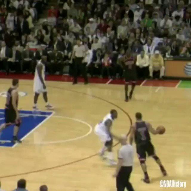 😱 @drose goes UP & UNDER as a rook in 2009! #NBARookieWeek