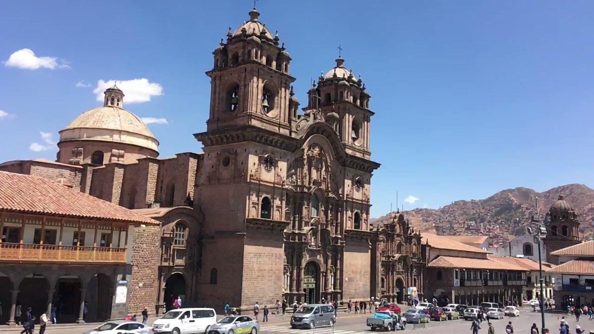 インカ時代の栄華とスペイン文化の融合を感じる世界遺産の街クスコの中心アルマス広場。2つのカテドラルは必見の美しさ。この景色はペルーを代表するものの一つとなっています。有名なレストランやホテルもあり、治安も良くいつも賑わっています。カテドラル内部撮影禁止の為、残念ながら写真なし