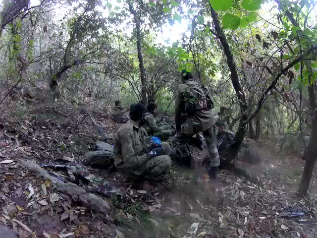 Along #Poonch River in front of KG Sector, #Pakistani SSG troops were seen very near to own post. Their movement was in the morning hours in thick foliage area. Sensing detection, the #SSGtroops disengaged & rushed back to their nearest post. @adgpi @aajtak 