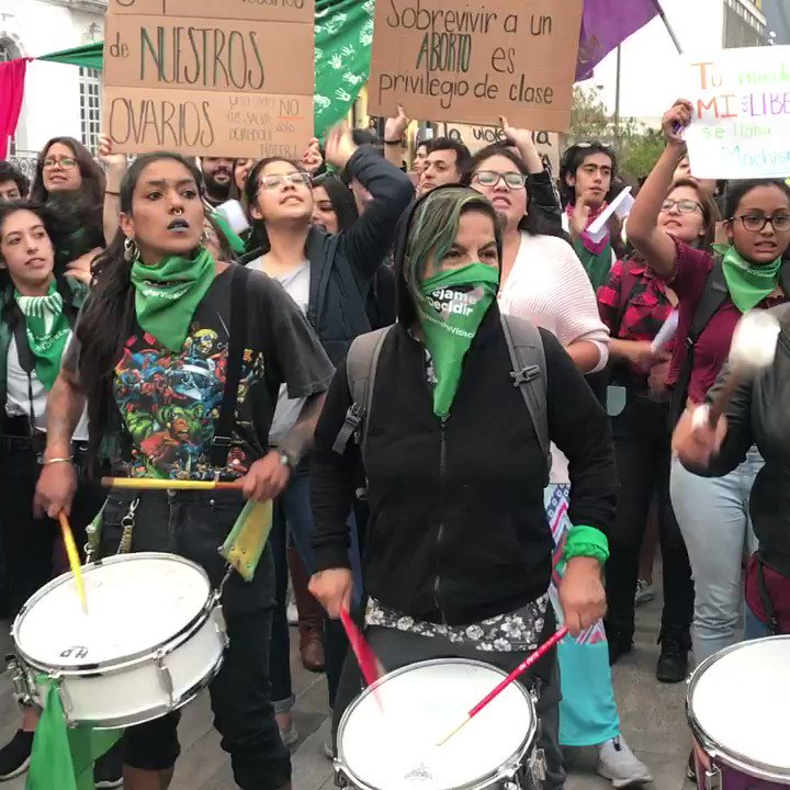 Hundreds protested in front of the congress in Quito, Ecuador for the decriminalisation of the abortion #AbortionBill #AbortionIsAWomansRight #rights #Quito #Ecuador https://t.co/0enqNWGehN