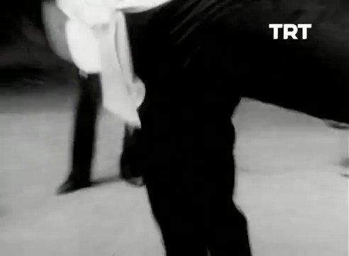 Sene 1978, Kadıköy Anadolu Lisesi öğrencilerinden çok orjinal Fidayda performansı, o yaşlarda şu müzik kulağı enteresan.
