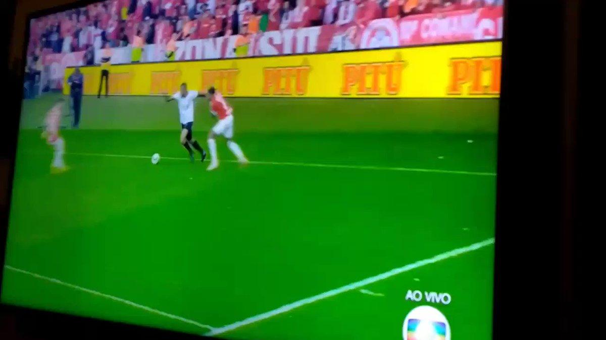 Essa jogada do Cirilo foi melhor que o gol. Parabéns athletico #CopaDoBrasil #FutebolNaGlobo