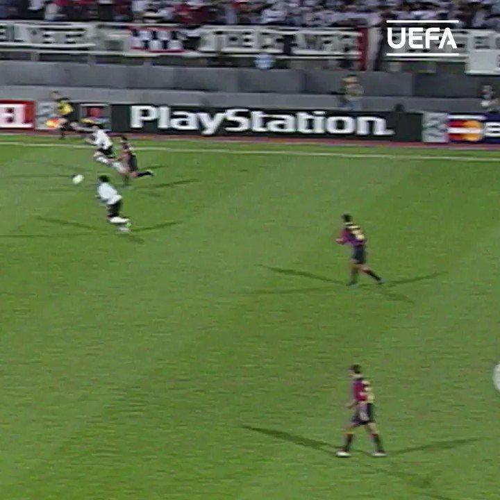 🇹🇷 Ahmet Dursun scored twice as @BesiktasEnglish put 3 past Barcelona 19 years ago today! ⏰⏪#UCL