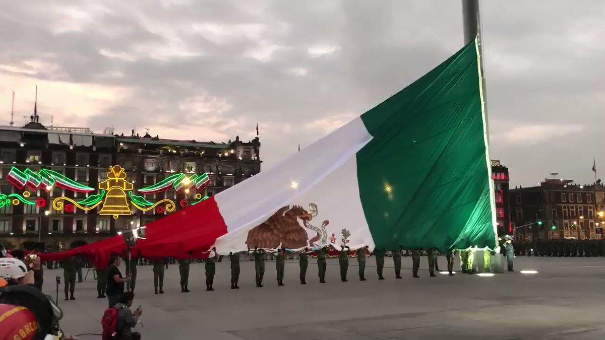 Fue muy emotivo y me sentí muy honrado al acompañar al C. Presidente @lopezobrador_ en la ceremonia de izamiento de nuestra bandera en memoria de las víctimas de los sismos de 1985 y 2017. Recordémoslos con cariño.