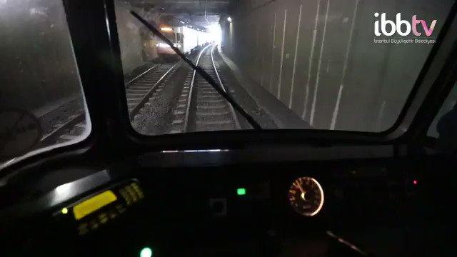 """""""Kadın 90 kilometreden fazla araç süremez"""" sözleriyle bir skandala daha imza atan Nureddin Yıldız'a İmamoğlu bu video ile tepki gösterdi: Kadınlar değil araba, tek başlarına metro treni bile kullanırlar. Tüm kadın makinistlerimize hayırlı yolculuklar ve başarılar dilerim"""