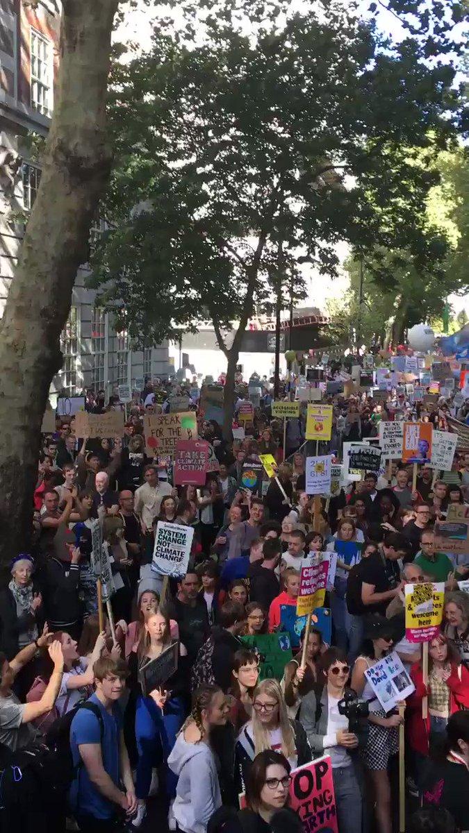 Everybody London #ClimateStrike is massive. I think I'm gonna cry 😭