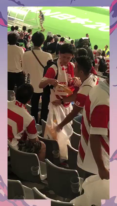 Amazing 🙌 Japan fans cleaning up rubbish left in the stadium👍 🇯🇵 #RWC2019 #JPNvRUS