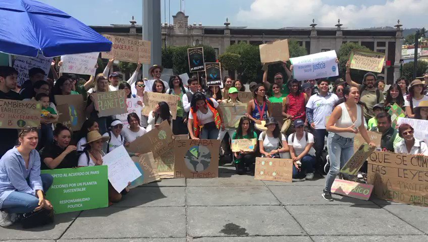 Toluqueños se unen a #FridaysForFuture pidiendo al gobierno mexiquense que escuche a los científicos y activistas para mejorar sus políticas ambientales.   #Edomex #CambioClimatico #Milenio
