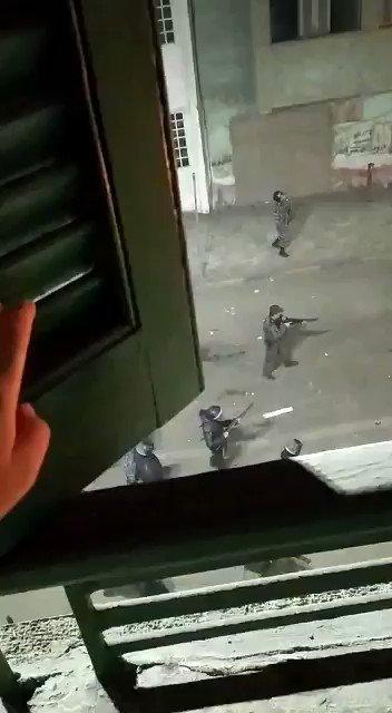 ف دمياط الشرطه بتضرب الناس بالخرطوش #ميدان_التحرير #ارحل_ياسيسي